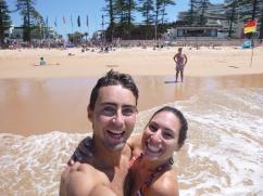 23. Manly beach - Joie après avoir retrouvé l'appareil photo perdu dans une mer agitée...