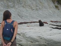 15. Echange de regards complices entre Lu et un seal