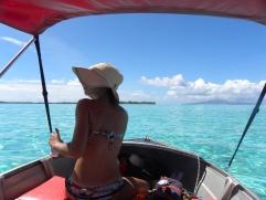28. En bateau sur le lagon