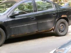 13. La rouille fréquente sur les voitures du coin - ou pourquoi les voitures québécoises ont mauvaise réputation (dûe au sel déposé massivement sur les routes en hiver)