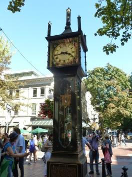 62. La célèbre horloge à vapeur de la ville
