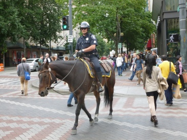 31-seattle14-policier-a-cheval