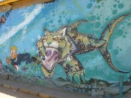 2-ici-aussi-on-trouve-de-nombreuses-peintures-murales-le-long-des-rues