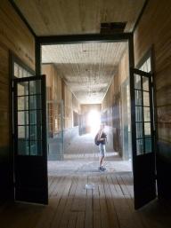 39-petit-tour-dans-les-couloirs-vide-de-lecole