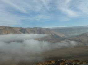 4-depart-au-petit-matin-dans-les-nuages-de-la-vallee-en-direction-du-lac-chungara