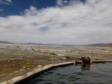 11-on-peut-meme-se-baigner-dans-les-sources-chaudes-du-coin