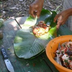 28-le-poisson-sera-sublimement-prepare-et-cuit-dans-une-feuille-de-bananier-un-regal