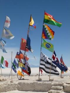 48-drapeaux-dans-le-salar