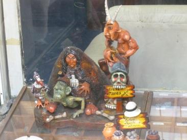 63-effigies-en-reference-a-la-mine-de-potosi
