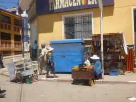 70-etal-typique-que-lon-trouve-presque-a-chaque-coin-de-rue-de-bolivie
