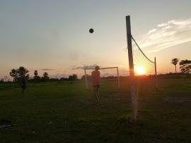 86-coucher-de-soleil-et-petite-partie-de-volley-pour-terminer-la-journee-en-beaute