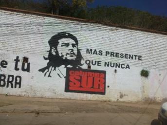 89-des-hommages-au-che-mort-en-bolivie-apparaissent-sur-certains-murs-du-pays