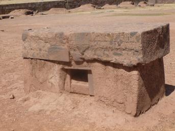 41. Table sacrificielle à l'intérieur du temple