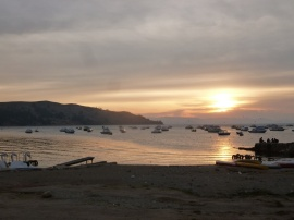 62. Coucher de soleil sur le port de Copacabana