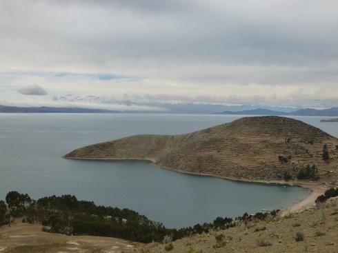 78. Panorama, cultures en terrasse et chaîne de montagnes à l'horizon