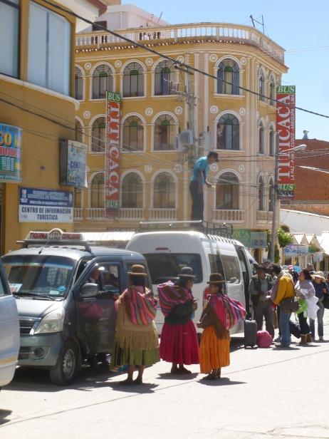 Bolivie - Copacabana - Bolivienne - Depart pour le Pérou