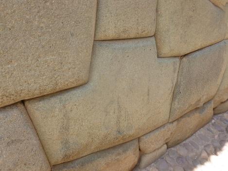 14. Rue Hatun Rumiyoc - La structure des bâtiments incas est incroyable2