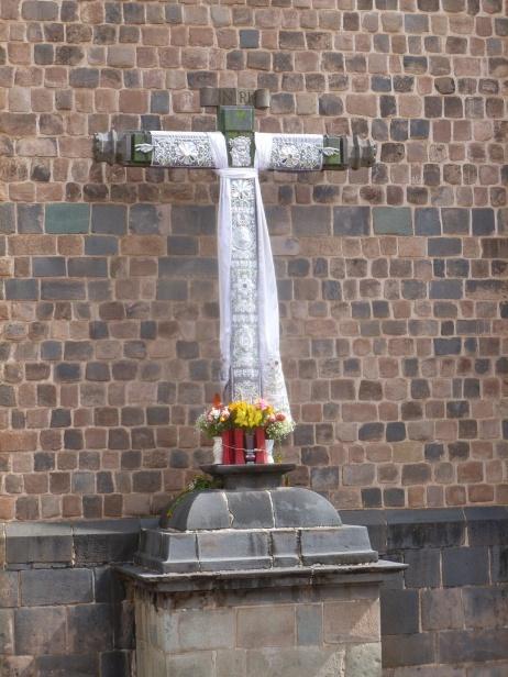 19. Ici les croix sont ornées, décorées, habillées...