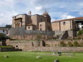 20. Le temple du soleil des Incas se découvre peu à peu grâce aux fouilles archéologiques, les Espagnols ayant construit par-dessus ce dernier