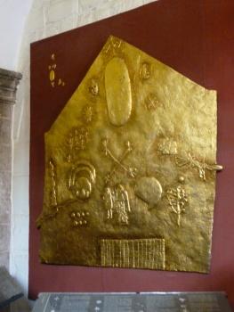 24. Oeuvre dorée retrouvée lors des fouilles, toute la symbolique inca y est représentée