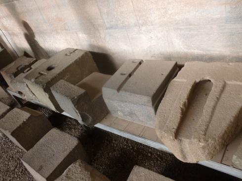 27. Des pierres diverses ont également été exhumées, toutes présentent un travail d'une précision incroyable
