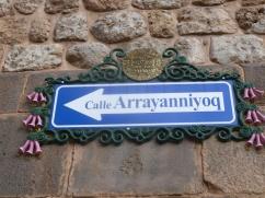 28. Panneaux indiquant le nom des rues dans le centre-ville de Cuzco
