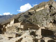 51. Une forteresse à flanc de montagne