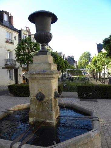 10. Tours - Place Foire le Roi