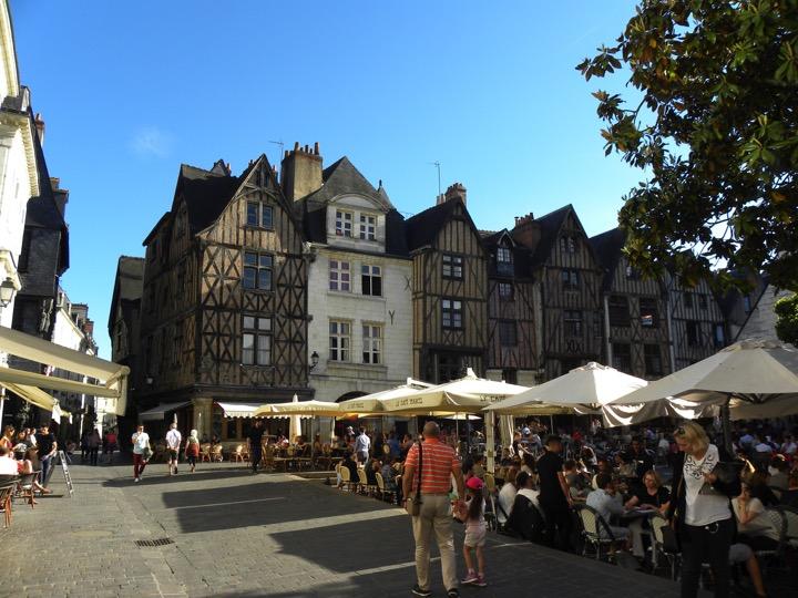 12. Tours - Place Plumereau