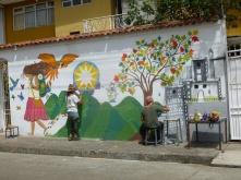 19. Nous quittons Cuenca et notre b&b, durant notre séjour des artistes auront métamorphosé ce mur blanc en une belle fresque colorée...