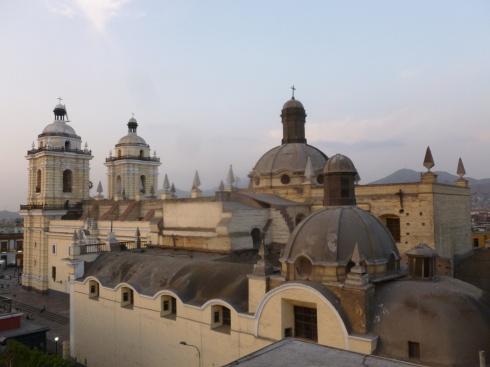 23. Vue de notre hôtel sur la cathédrale de Lima