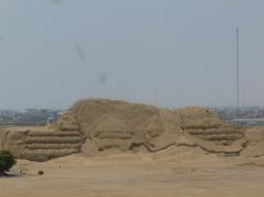 50. Huaca del sol - Site encore non fouillé au moment où nous y étions