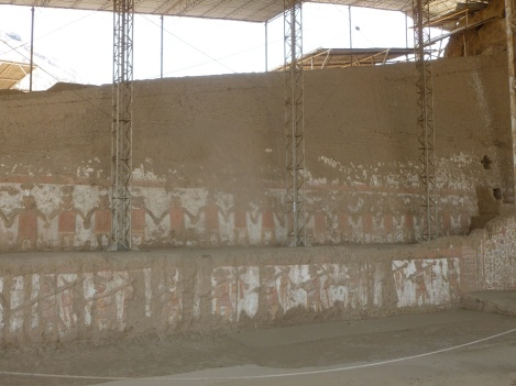 54. Fresques représentant prêtres et soldats