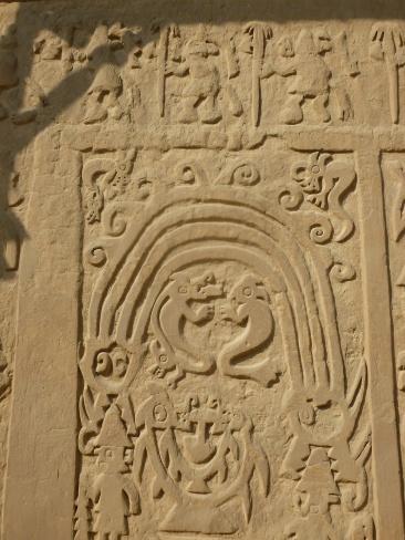 61. Bas-reliefs huaca Arco Iris