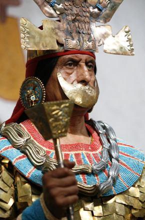 73. Mannequins avec ornements pour mieux visualiser la splendeur des costumes2 (photo web)
