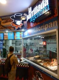 1. 1ere soirée à San Jose, dans un mall rempli de fast-food US la seule nourriture un peu locale sera... argentine !
