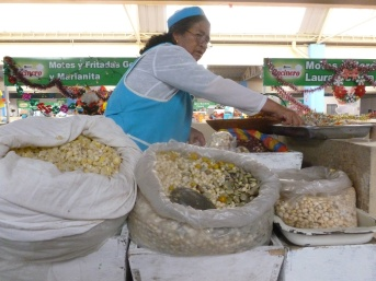 17. Friandises locales à emporter, fèves, maïs, etc.