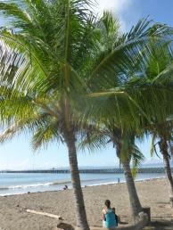 48. A Puntarenas, petite attente sur la plage de notre car pour Quepos