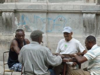 Cuba - La Havane - Dominos dans la rue