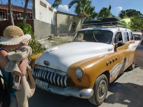 Cuba - Route vers Playa Larga - Vieille voiture