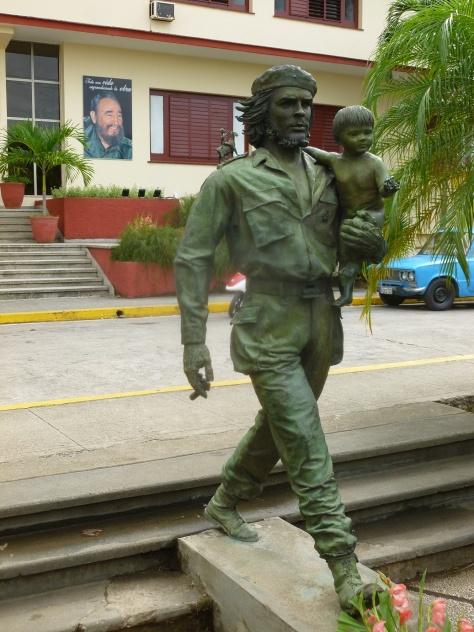 Cuba - Santa Clara - Une statue a été érigée en l'honneur du Che, c'est lui qui avait mené la bataille de Santa Clara