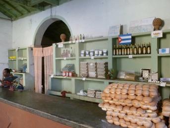 Cuba - Trinidad - Epicerie pour les Cubains uniquement où les produits sont subventionnés par l'Etat