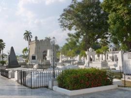 38. Ici reposent les plus grandes figures de l'histoire cubaine, Marti, Cespedes, Maceo...