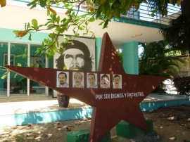 67. Nous arrivons à Varadero, où nous trouvons également des références aux cinq Cubains