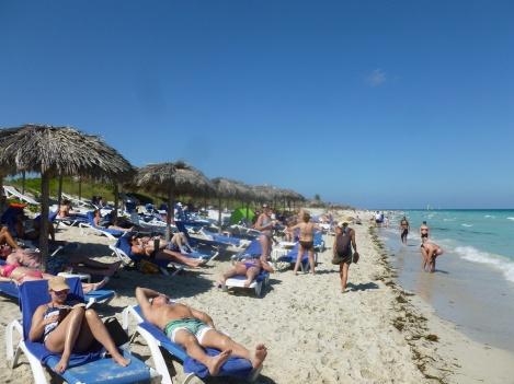 69. En tentant d'aller plus loin sur la Péninsule nous tombons sur une marina et des tas d'hôtels avec plages privées et les ventres à bière qui vont avec