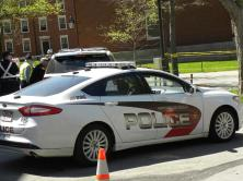 22. Même la police locale porte les couleurs de l'université !