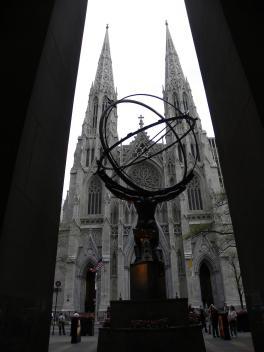 53. Atlas face à la Cathédrale St Patrick