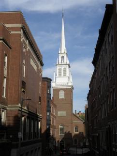 67. Le signal de Revere fut une lanterne allumée en haut de cette église
